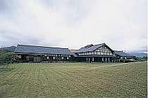 陶芸村内の敷地2千坪の宿。客室は全5室