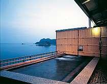 大海原を一望する人気の展望露天風呂