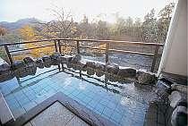 渓流一望の露天風呂
