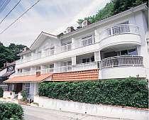 南仏風のオレンジ屋根のかわいいペンション