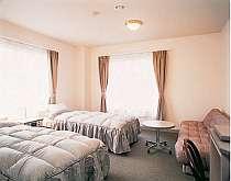 客室の一例(バストイレ付洋室)全館床暖房で暖か