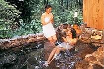 露天風呂でお酒も頂けますよ♪岩風呂にはお燗用のお湯をためるところもあります!