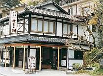 琵琶湖南端、瀬田川畔にたたずむ温泉旅館