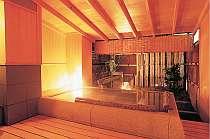 広々とした貸しきり風呂はバリアフリー設計