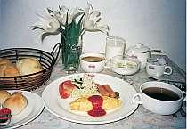 手作りパンの朝食