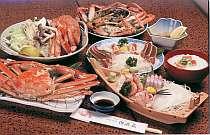 [写真]宿自慢のカニフルコース料理