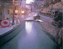 [写真]18の湯船で湯巡りが楽しめる大自然の湯 露天