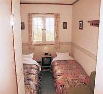 清潔でゆっくりと過ごせる明るい眺望の良いツインルーム