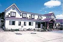 [写真]白い外観の旅館