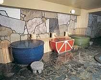 みかんの形の陶器風呂や水風呂なども楽しめる