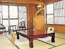 銘木、百杉真で統一した客室