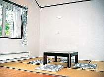 小さなお子様連れにも最適の和室(6畳)ご利用いただける人数は、添い寝のお子様を含めて4名様までです。
