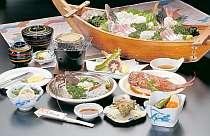 舟盛り、アワビの踊り焼き、伊勢エビお造り付の料理例