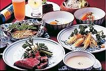 [写真]誰でも食べやすい和洋折衷のお料理