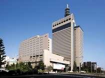 外観(昼):仙台のランドマークSS30ビルと同一敷地内に建っています。(手前が当ホテルです)