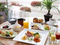 クチコミでも人気!ホテル自慢の朝食バイキング。地元食材もふんだんに使用した70種類の料理が楽しめます。