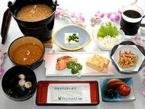 ご朝食の和定食≪大和地方の郷土料理「茶粥、奈良漬」を添えた和定食です≫