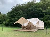 北欧ブランドNORDISK製テントに家具が設置された、ホテルのような快適なお部屋