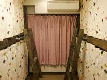 男女共用のドミトリー(4人部屋)バス・トイレ共用