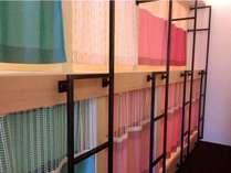 上段ベッドに登りやすいように、はしご上部には天井付近まで支柱をつけています。