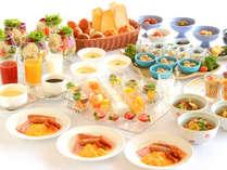 【朝食バイキング】焼魚や煮物、毎朝焼き上げるホテルメイドパンや地場食材を使った浜松の味まで勢ぞろい!