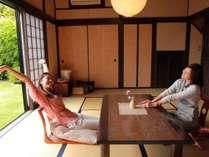 【二階屋和室】1階はのんびりとくつろげる広々した和室。