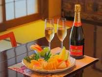 【特典】グラスシャンパンとフルーツのおもてなし♪