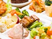 【朝食バイキング】炊き立てご飯はもちろん味噌汁や定番の和惣菜をはじめ洋食派には種類豊富なパンも。