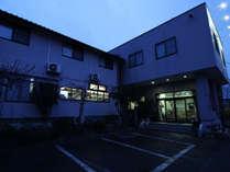 外観夜_三陸自動車道碁石海岸ICより車で約12分