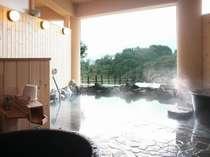日本海が望める露天風呂。自家源泉が注ぐ。つぼ湯、こしかけ湯もございます。