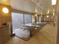 女性大浴場(内風呂)です。中温風呂・高温風呂・アロマ風呂等があります。