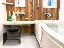 ■客室設備■ バスルーム バスルームはとっても広々。入浴剤もご用意しております。