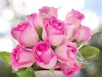 記念日や人生の節目を祝う大切な日に記憶に残るひとときを。花束とデザートにメッセージプレートをご用意。