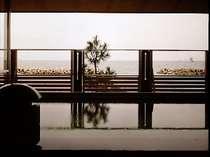 大浴場から拡がる「美保湾」の眺め。四季折々の表情が楽しめます♪