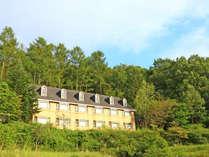 サクラリゾートのホテル外観★森林に囲まれて・・・。
