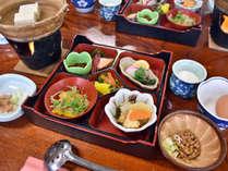 *朝食/地元の野菜を中心とした和食膳は体に優しい味付け。