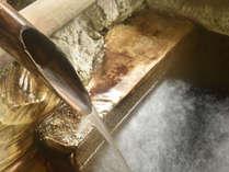 *岩風呂/カルシウム・ナトリウム-硫酸塩温泉。源泉そのままのとても新鮮な温泉です。