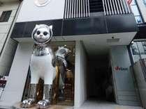 【エントランス】入り口では、大きなSHIP'S CATが皆さまをお出迎え。