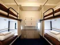 【4人部屋/女性専用ドミトリー】 4人用2段ベッドのお部屋。
