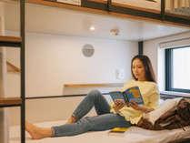 【個室/女性・男性専用ドミトリー】ベッドのサイズは縦200㎝、横100㎝。