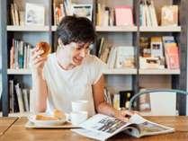 【モーニングサービス】7:00~10:00でパンとフリードリンクをご利用いただけます。