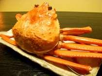 *ご夕食には大きなカニ一杯付き!身のつまったカニは、甘くて、つい夢中になる美味しさです。