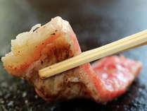 溶岩プレートが引き出す素材の旨味。ボリューム満点のステーキは大好評!!