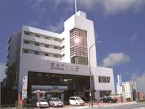 みなとみらい線終点「元町・中華街」駅3番出口隣(写真右下)と好アクセス。