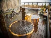 ■男性露天風呂 露天風呂にはおひとり様サイズの壺湯も