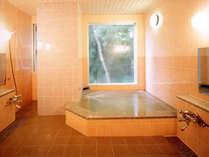 地下60mから自家天然水を汲み上げた浴場のお風呂