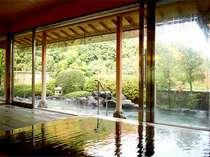 【温泉】最上階9階展望露天風呂で星空を眺めながらゆったりお湯を楽しむ。