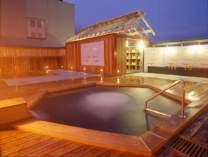 当館自慢の展望露天風呂「天翔」星空を眺めながらの露天風呂は旅の醍醐味。