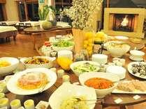 お子様に人気の肉料理、大人の方に人気のお野菜、ご年配の方に人気の和風料理!様々取り揃えています。