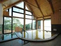 新館にある掛け流し温泉でのんびり(本館にお泊りのお客様もご利用になれます)